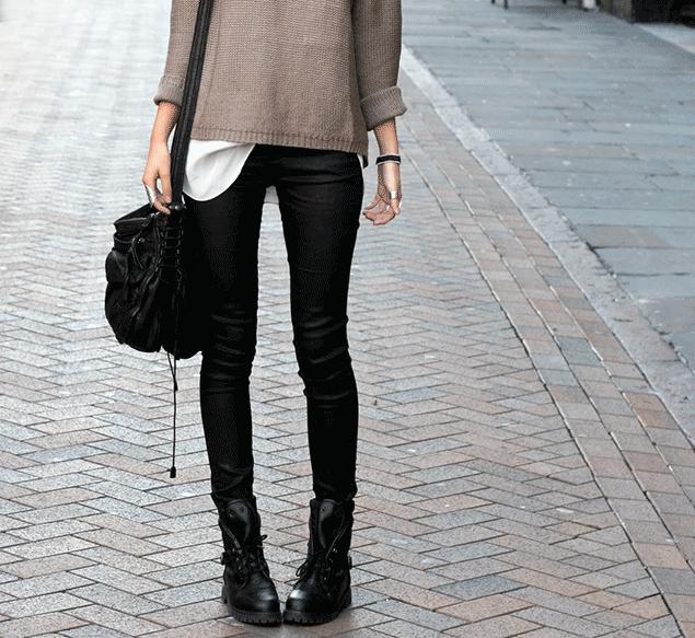 jeans skinny e borsa nera