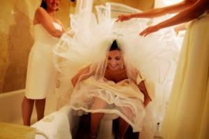 sposa alla toilette