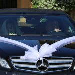 arrivo degli sposi in macchina
