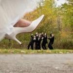 sposa che lancia la scarpa