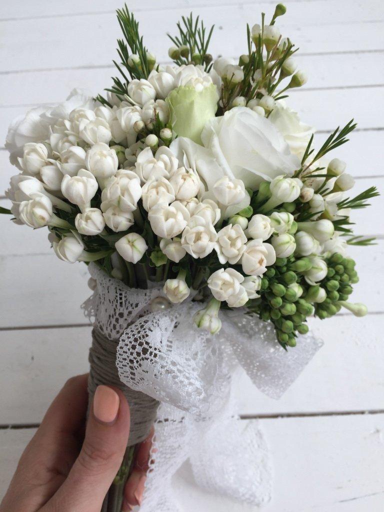 bouquet sposa fiori bianchi